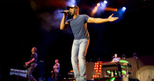 HypeBot-How-Darius-Rucker-Uses-Ampsy-Hootsuite-To-Connect-With-Fans-feature